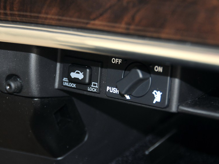 主席 2012款 2.8 CW600标准版中控方向盘图片