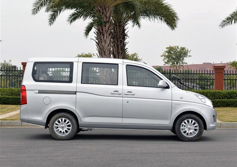 五菱荣光V 2015款 1.5L标准型五菱荣光V五菱轿车 轿车高清图片