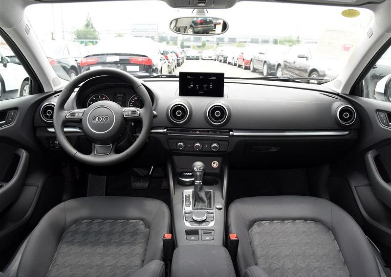 奥迪A3 2015款 Sportback 35 TFSI 百万纪念智领型中控方向盘图片