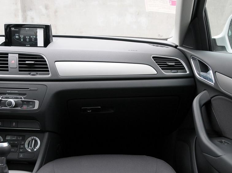 奥迪Q3 2015款 30 TFSI 进取型中控方向盘图片