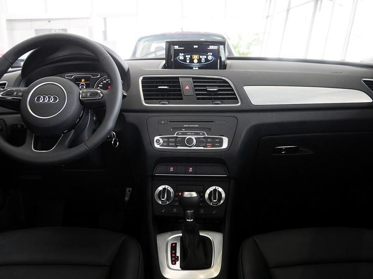 奥迪Q3 2015款 35 TFSI 进取型中控方向盘图片