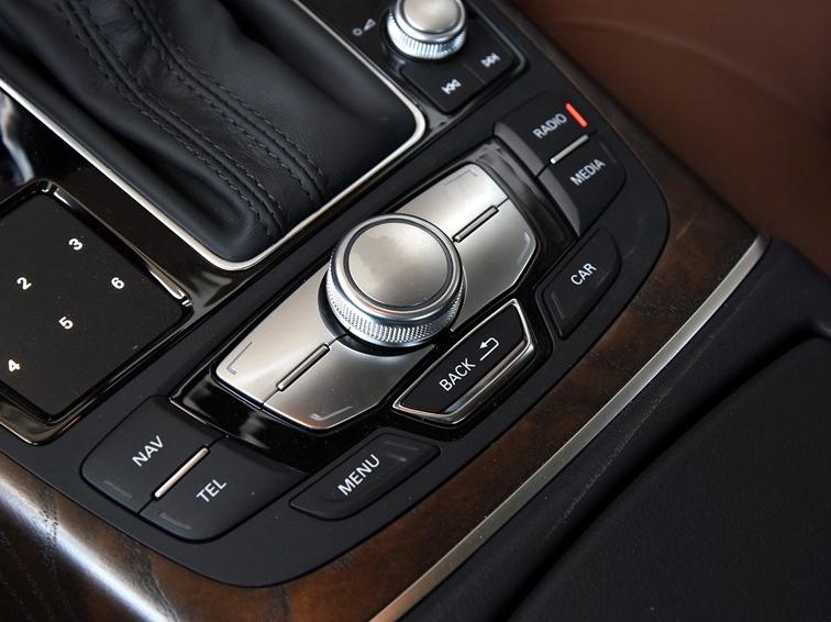 奥迪A6L 2015款 35 FSI quattro 技术型中控方向盘图片