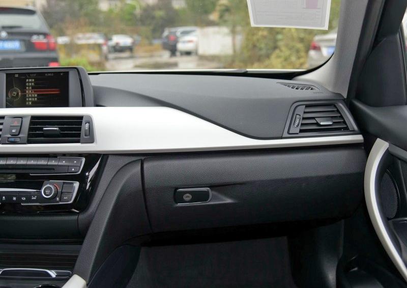 寶馬3系 2016款 320Li 進取型中控方向盤圖片