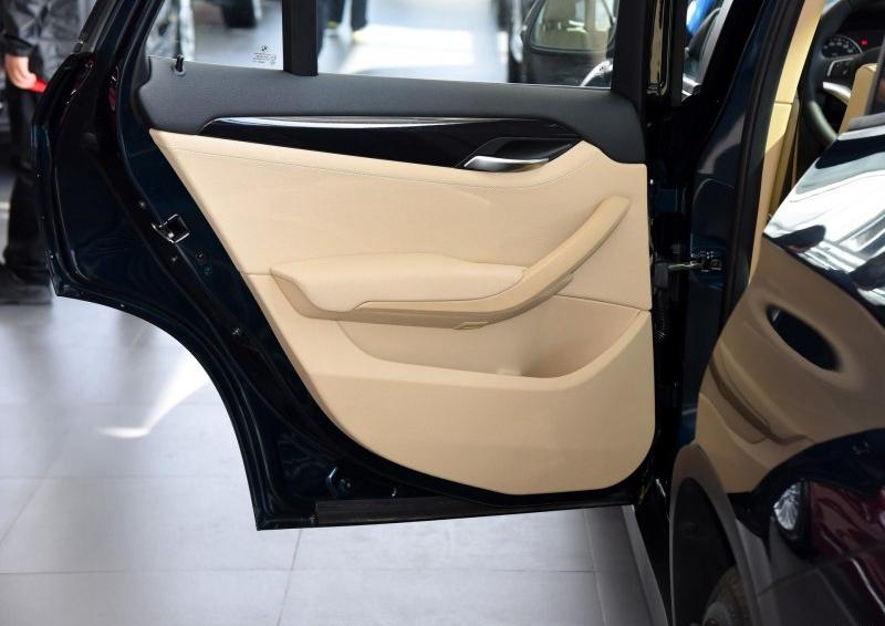 宝马X1 2015款 xDrive20i 时尚晋级版车厢座椅图片