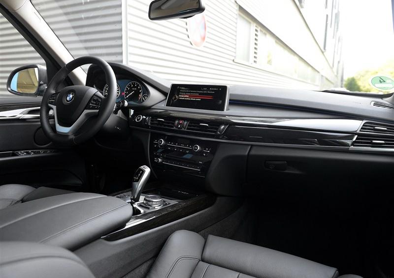 宝马x5 2016款 xdrive40e中控方向盘图片