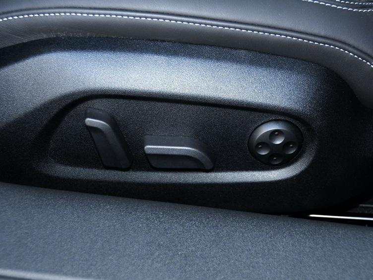 奧迪TTS 2013款 TTS Coupe 2.0TFSI quattro車廂座椅圖片