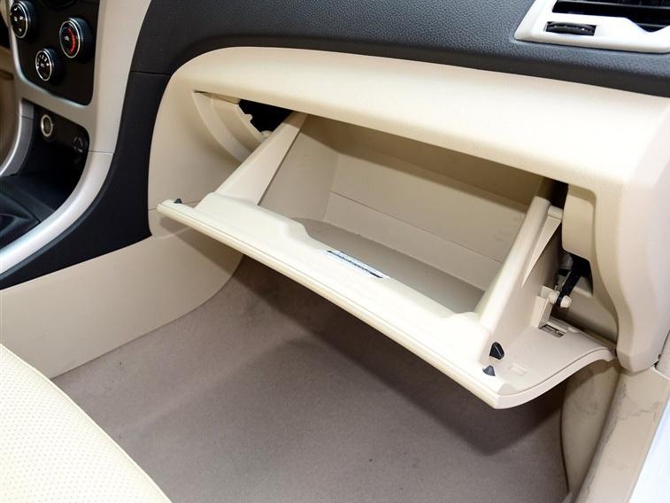 比亚迪F3 2014款 1.5L 手动尊贵型中控方向盘图片