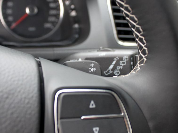 朗境 2014款 1.6L 自动型中控方向盘图片