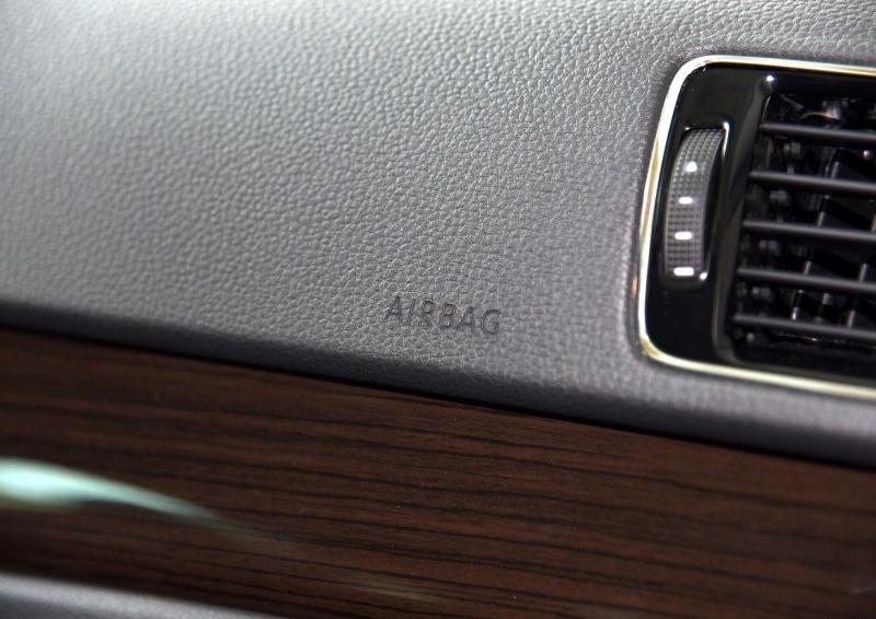 帕萨特 2015款 2.0TSI DSG至尊版中控方向盘图片
