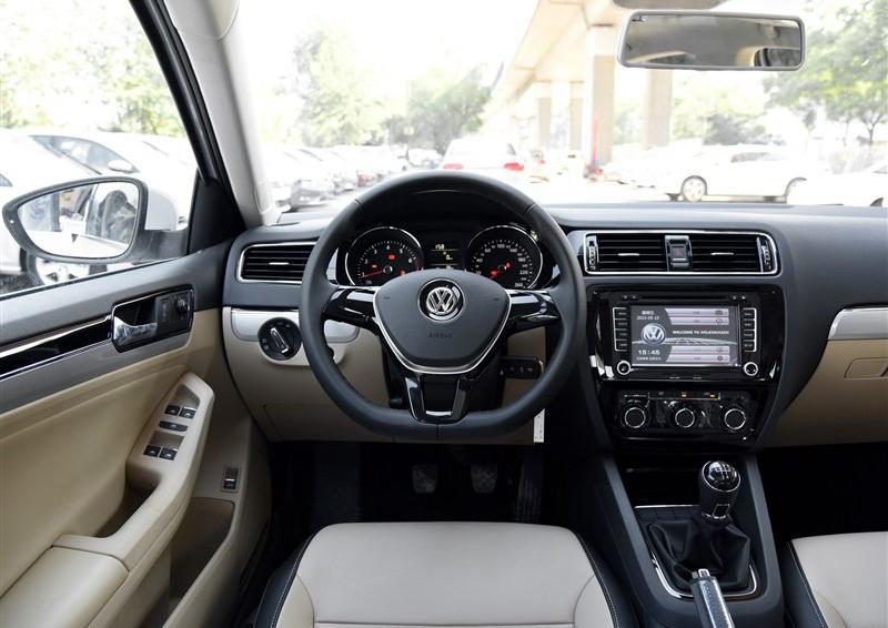 一汽大众速腾2015款手动舒适版车门行车中自动落锁后