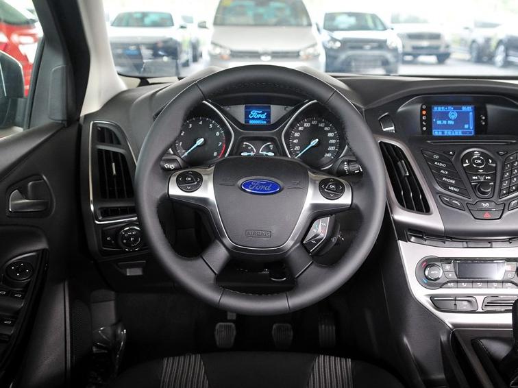 福克斯 2012款 两厢 1.6L MT风尚型中控方向盘图片