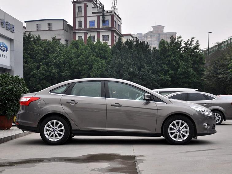 福克斯 2012款 三厢 1.6L AT尊贵型图片4