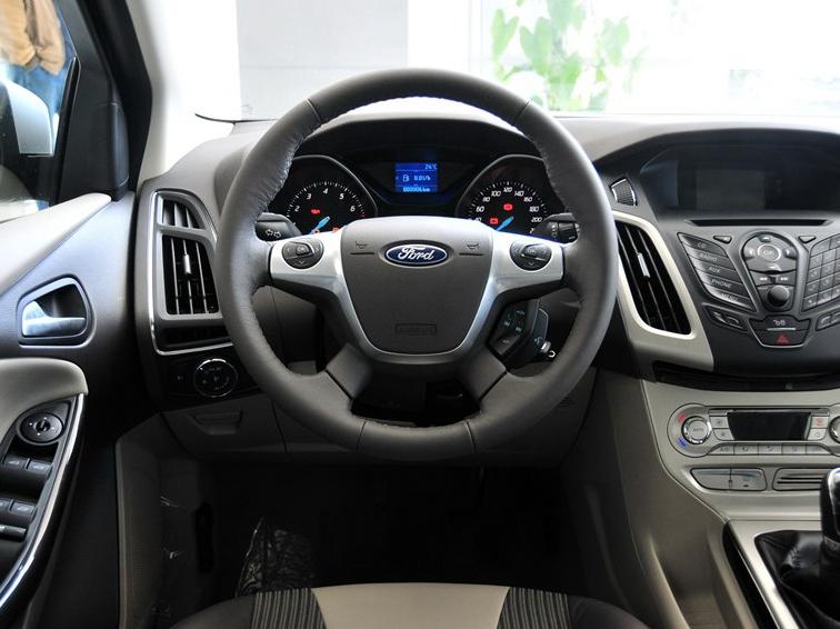 福克斯 2012款 三厢 1.6L MT风尚型中控方向盘图片