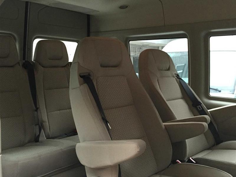 新世代全顺 2015款 2.4T短轴7座中低顶豪华型客车图片6