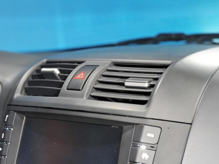 悦翔V5 2012款 1.5L 手动梦幻型中控方向盘图片