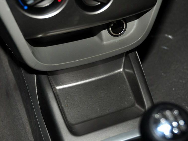 悦翔V3 2012款 1.3L 手动舒适型 国IV中控方向盘图片