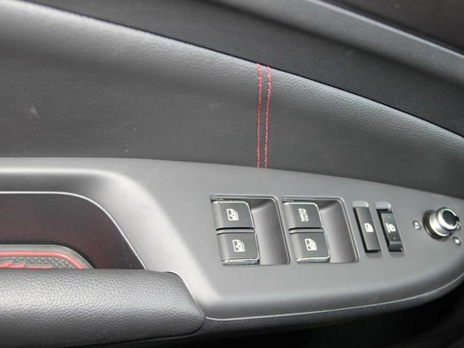 长安CS75 2014款 1.8T 自动精英型 国V车厢座椅图片