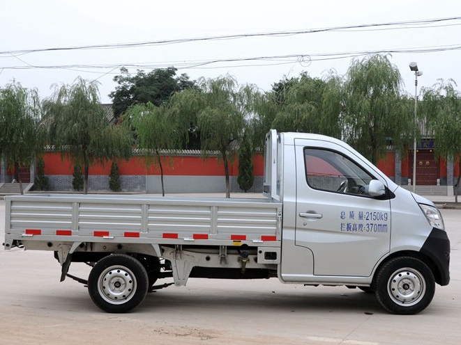 长安星卡长安轿车商用中国汽车网长城C30给油掉头不去图片
