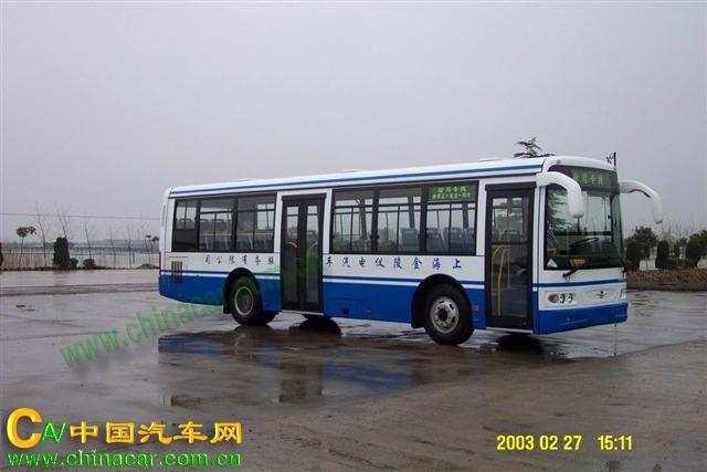 申沃牌汽车图片|申沃牌客车图片系列|SWB6105HDP10-3型申沃牌城市客车产品简介:申沃牌SWB6105HDP10-3型城市客车由上海申沃客车有限公司依据标准生产制造,发动机选用上海申沃客车有限公司生产的YC6J190-20 YC6J210-20 发动机,发动机排量为6494 6494 CC,发动机功率为140 155 千瓦,整车总质量14450千克,整备质量9500,10200千克,最高车速可达80公里/小时,可载客76/65,23-40人,该产品公布于工信部汽车公告第B0批次。(更多汽车详细技术