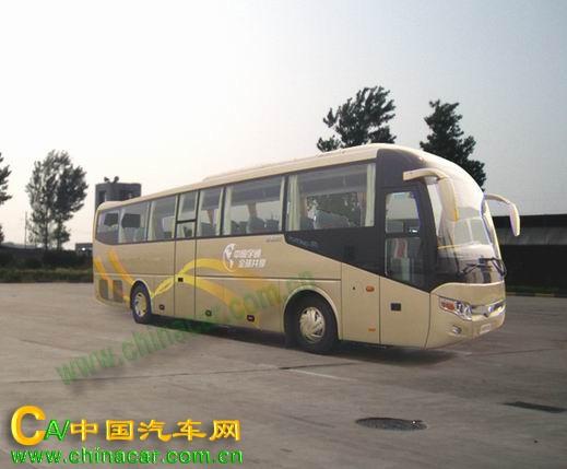 宇通牌ZK6117CRB2客车底盘由郑州宇通客车股份有限公司依据GB17691-2001第二阶段、GB3847-2005生产制造,底盘轴距5550毫米,6轮,2轴,发动机选用广西玉柴机器股份有限公司、潍柴动力股份有限公司制造生产的柴油发动机,发动机型号为YC6L330-20、WD615.44,发动机排量8420、9726、CC,发动机功率243、235、千瓦,总质量16500公斤,整备质量5800公斤,最高车速可达120公里。
