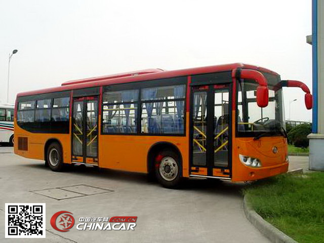 解放牌汽车图片|解放牌客车图片系列|CA6102URD80型解放牌城市客车产品简介:解放牌CA6102URD80型城市客车由一汽客车(无锡)有限公司依据标准生产制造,发动机选用一汽客车(无锡)有限公司生产的CA6DF4-20E4 CA6DF4-22E4 CA6DF4-24E4 CA6DLD-24E4发动机,发动机排量为6740 6740 6740 6600CC,发动机功率为150 165 180 179千瓦,整车总质量15500千克,整备质量9300千克,最高车速可达69公里/小时,可载客75/26-37