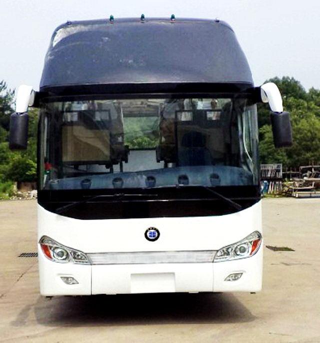 楚风牌HQG6122CA5N型旅游客车图片3