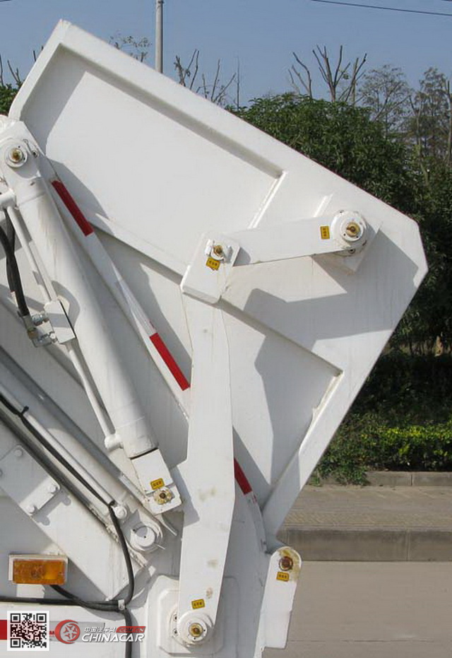 KR5080ZYS4型九通牌压缩式垃圾车图片2