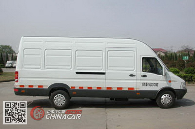 NJ5056XXYN4型依维柯牌依维柯厢式运输车图片3
