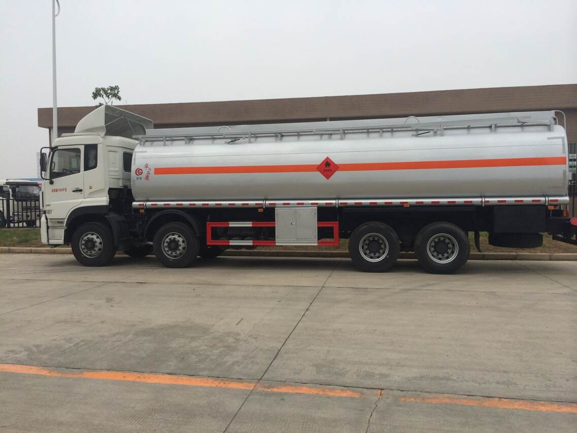 东风天龙8*4油罐车