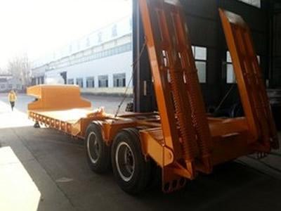 亚隆挂车 13米 低平板运输半挂车