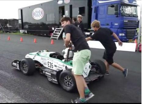 电动汽车创造新纪录 百公里加速1.779秒视频