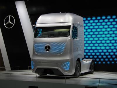 英国无人驾驶测试 10辆卡车组队上高速