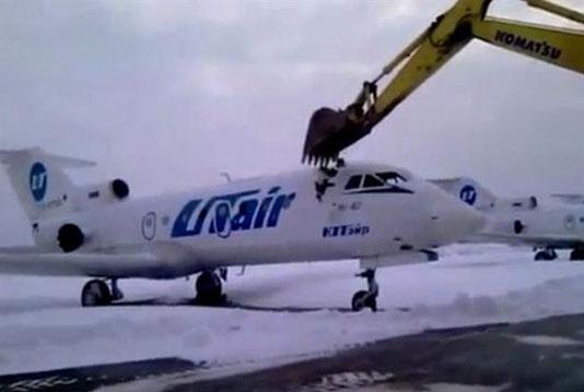 影片中这架飞机属于俄罗斯航空公司utair