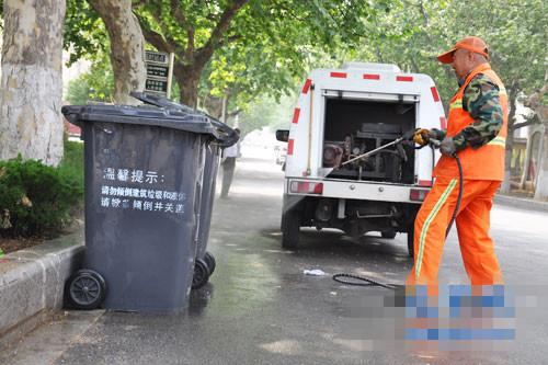 垃圾桶清洗有了专用车