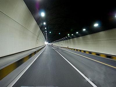 天津:普通公路首座隧道贯通打通津冀交通瓶颈