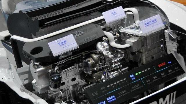 科学小制作汽车戴电池