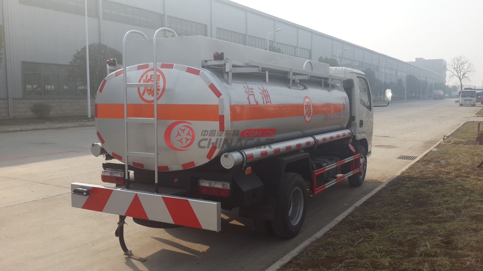 小多利卡加油车15972778666