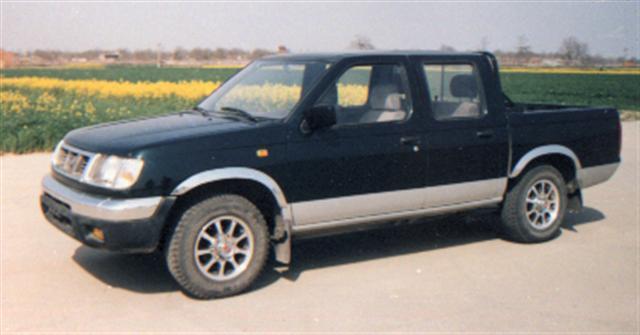 尼桑牌ZN2021UBG型轻型汽车图片
