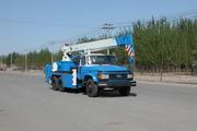 华美牌LHM5170TCS型测试井架车图片