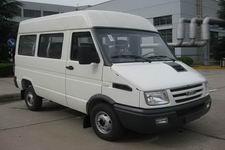 依维柯牌NJ6484ACM型小型客车图片