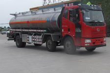 解放j6小三轴运油车