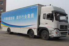 东风天龙小三轴舞台车