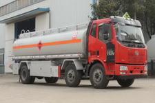 国五解放小三轴运油车