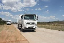 圆易牌JHL5257GJBN40ZZ型混凝土搅拌运输车图片