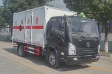 程力威牌CLW5083XRYS5型易燃液体厢式运输车