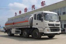 国五东风小三轴运油车