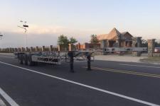 鲁征14米35.9吨3轴铝合金集装箱运输半挂车(ZBR9400TJZ)