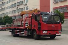 国五解放一拖二型带吊机道路清障救援车 13872890150