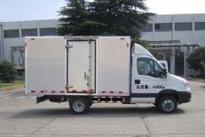 依维柯牌NJ5046XXYLQE型厢式运输车图片