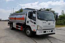 專威牌HTW5121GYYCAC6型運油車